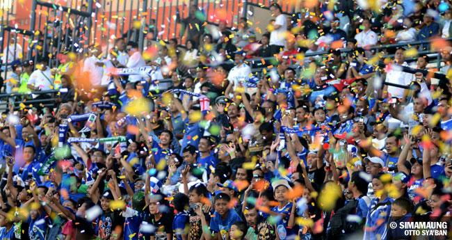 Persib Bandung Berita Online | simamaung.com » Foto PERSIB vs PSMS 2011-2012