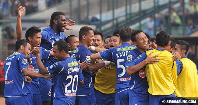 Persib Bandung Berita Online | simamaung.com » Foto Persija vs PERSIB 2011-2012