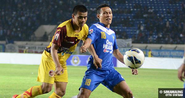 foto-persib-bandung-vs-sriwijaya-menpora-cup-2013-jajang-vs-tantan-SIM_1377