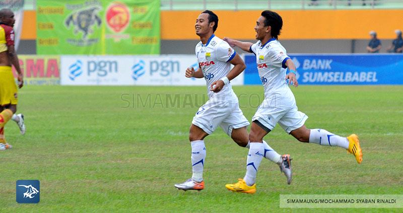 foto-persib-bandung-vs-sriwijaya-fc-di-palembang-away-SIM_7317