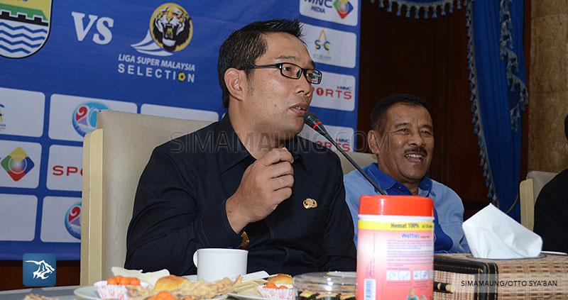 foto-persib-bandung-konpers-ujicoba-vs-malaysia-ridwan-kamil-SIM_8378