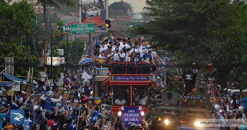 foto-persib-bandung-pawai-parade-piala-liga-super-indonesia-2014-SIM_7050