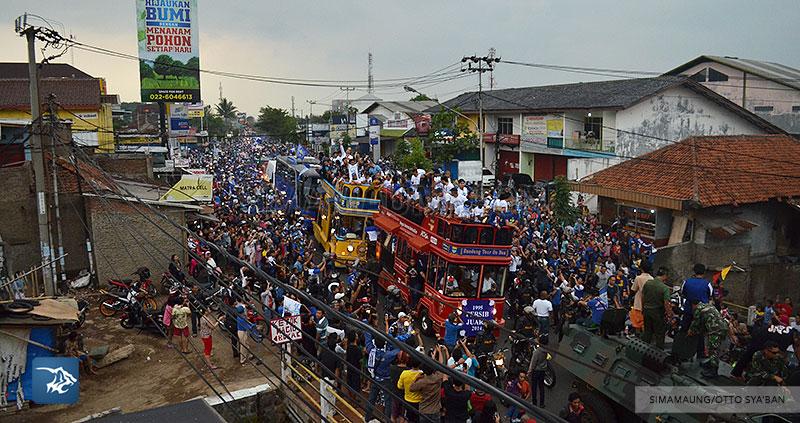 foto-persib-bandung-pawai-parade-piala-liga-super-indonesia-2014-SIM_7166