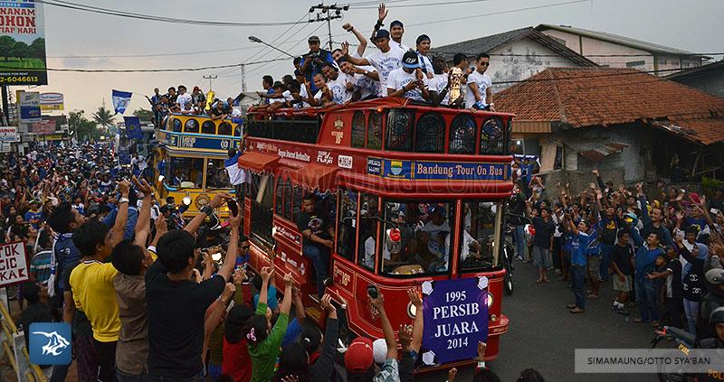 foto-persib-bandung-pawai-parade-piala-liga-super-indonesia-2014-SIM_7194