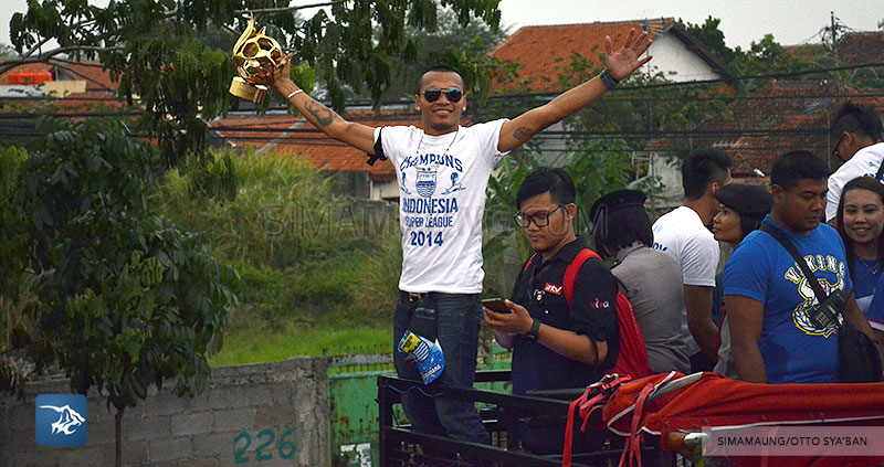 foto-persib-bandung-pawai-parade-piala-liga-super-indonesia-2014-SIM_7308