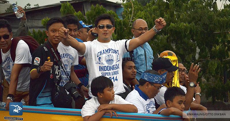 foto-persib-bandung-pawai-parade-piala-liga-super-indonesia-2014-SIM_7312