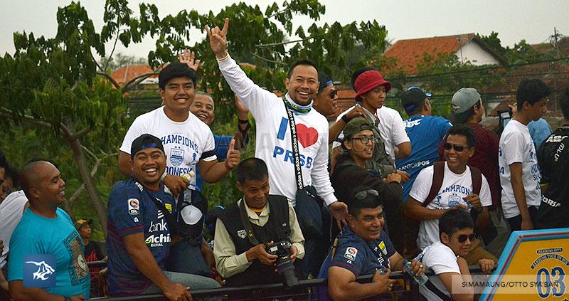 foto-persib-bandung-pawai-parade-piala-liga-super-indonesia-2014-SIM_7348
