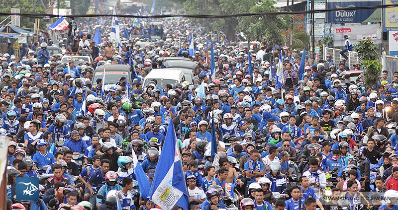 foto-persib-bandung-pawai-parade-piala-liga-super-indonesia-2014-SIM_7485