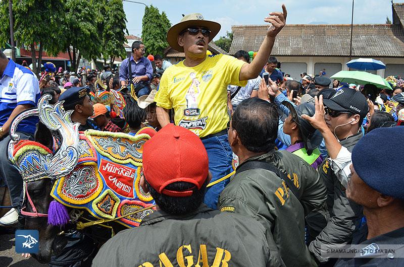 foto-persib-bandung-road-show-di-tanjung-sari-umuh-SIM_8999