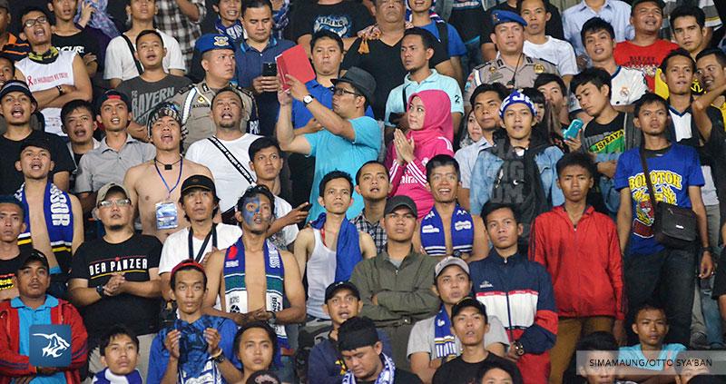 foto-persib-bandung-vs-arema-semifinal-isl-2014-ridwan-kamil-SIM_4686