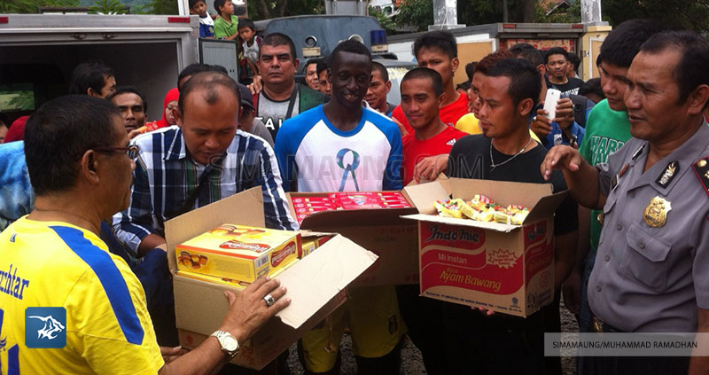 Foto-Persib-Banjir-Baleendah-Bandung-Selatan-Bantuan