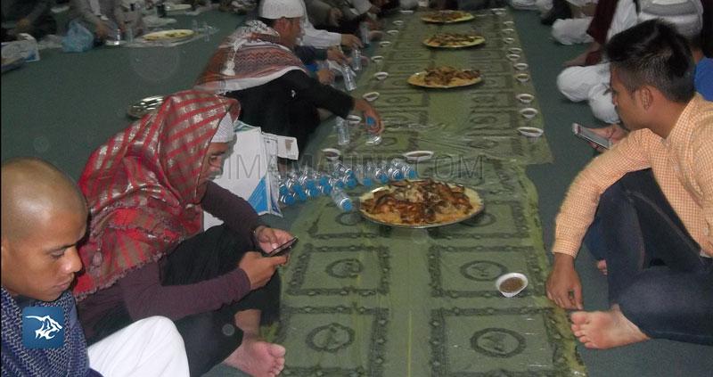 Foto-Persib-Umrah-Makan-Kuliner-Arab-Kusnadi