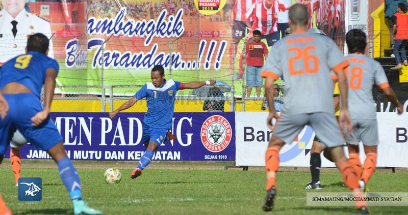 Foto-Persib-Bandung-PBFC-Pusamania-Borneo-FC-Piala-Walikota-Padang-2015-Atep-SIM_2241