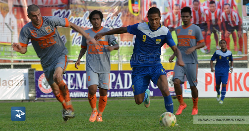 Foto-Persib-Bandung-PBFC-Pusamania-Borneo-FC-Piala-Walikota-Padang-2015-Maycon-SIM_2378