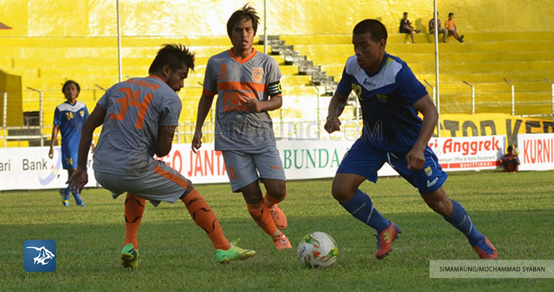 Foto-Persib-Bandung-PBFC-Pusamania-Borneo-FC-Piala-Walikota-Padang-2015-Tantan-SIM_2378