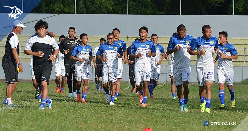 foto-persib-bandung-latihan-di-stadion-bumi-sriwijaya-iic-2015-SIM_5789