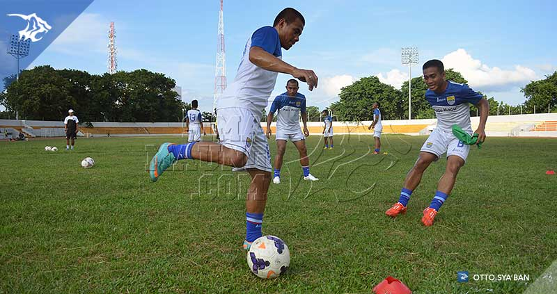 foto-persib-bandung-latihan-di-stadion-bumi-sriwijaya-iic-2015-tantan-SIM_5885