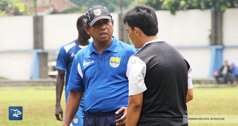 Persib Bandung Berita Online | simamaung.com » Emral Abus Dampingi Persib Latihan