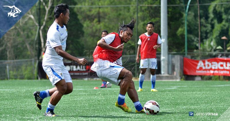 foto-persib-bandung-latihan-di-football-plus-HARIONO-SIM_3263