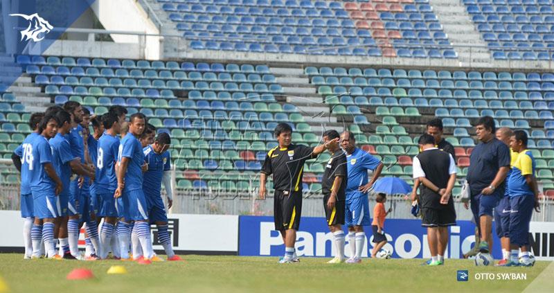 foto-tim-persib-bandung-latihan-yangon-afc-cup-2015-yaya-sunarya