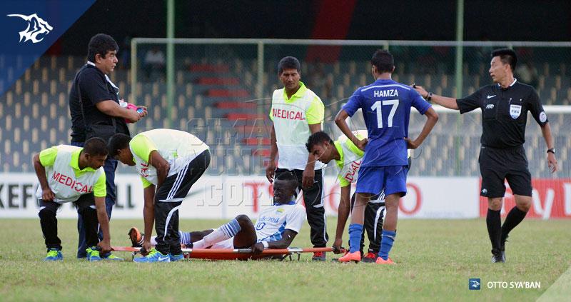 FOTO-PERSIB-BANDUNG---New-Radiant-vs-Persib-AFC-Cup-2015-di-Male-KONATE-CEDERA-SIM_9001