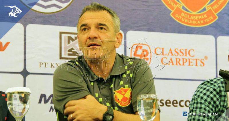 Konferensi-Pers-Persib-vs-Selangor-FA-V-Hotel-2015-Mahmed-Pelatih