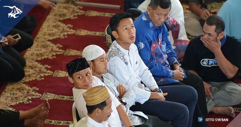 foto-persib-bandung-pengajian-di-masjid-trans-studio-bandung-SIM_3328