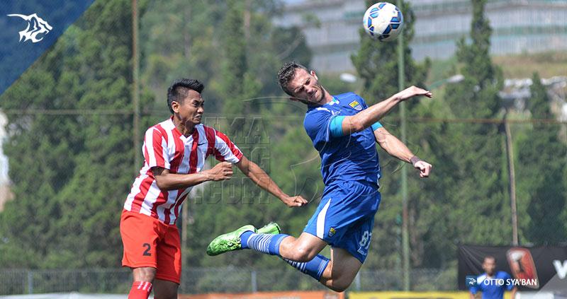foto-persib-bandung-vs-bareti-ujicoba-di-football-plus-2015-SPASO-SIM_6190