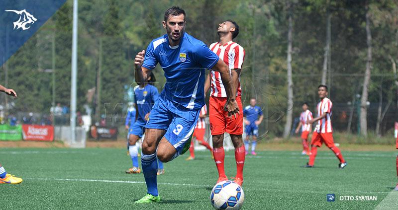 foto-persib-bandung-vs-bareti-ujicoba-di-football-plus-2015-VLADIMIR-SIM_6207