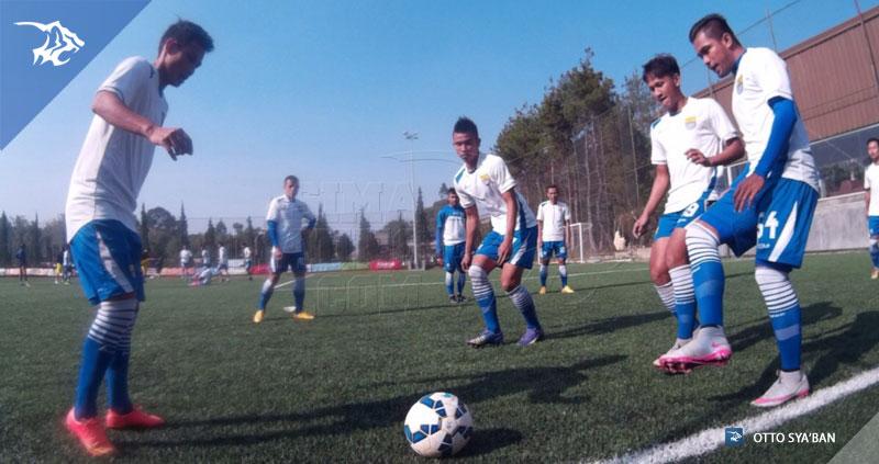 foto-persib-vs-bareti-fc-lapangan-football-plus-2015-zulham-zamrun-19619843