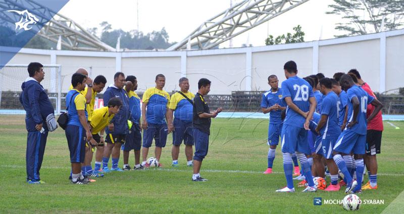 foto-persib-uji-lapang-stadion-aji-imbut-mitra-kukar-piala-presiden-2015-SIM_0514