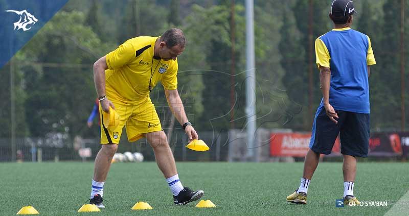foto-persib-bandung-latihan-di-football-plus-DEJAN-SIM_1696