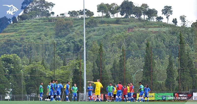 foto-persib-bandung-latihan-di-football-plus-SIM_1637