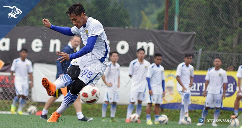 foto-persib-bandung-latihan-di-football-plus-YANDI-SIM_1121