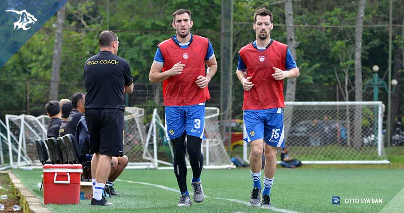 foto-persib-bandung-di-football-plus-VLADO-KRASIC-SIM_2452