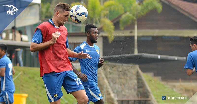 foto-persib-bandung-latihan-di-football-plus-BELENCOSO-SIM_0462