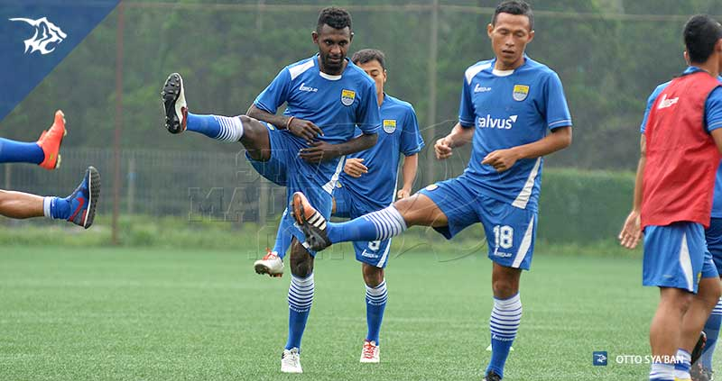 foto-persib-bandung-latihan-di-football-plus-YANTO-BASNA-SIM_0413