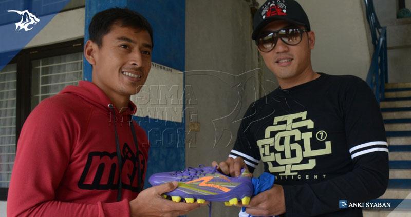 foto-lelang-sepatu-samsul-arif-ridho-maulidin-SIB_6554