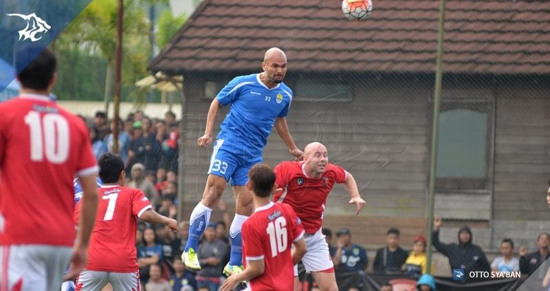 foto-uji-coba-persib-vs-football-plus-sergio-van-dijk_8452