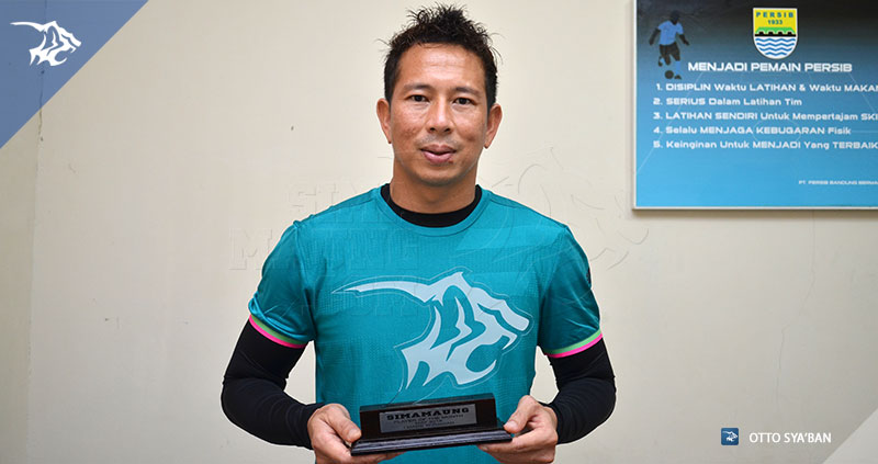 foto-persib-bandung-made-player-of-the-month-simamaung-mei-2016-SIM_6471