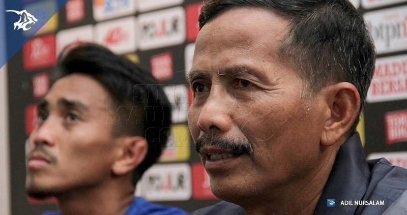Jajang Nurjaman Konferensi Pers Madura United