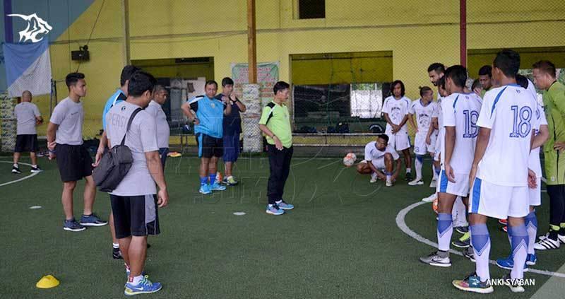 Tim Persib latihan di Lamongan