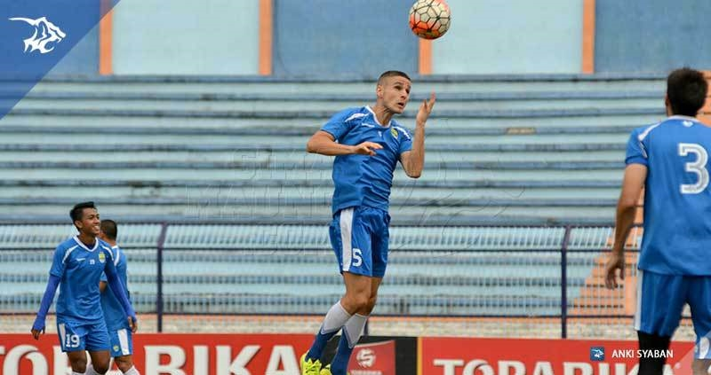 wm-lat-vs-persela-diogo-ferreira_3535