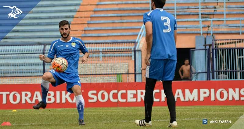 wm-lat-vs-persela-robertino-pugliara-vladimir-vujovic_7722