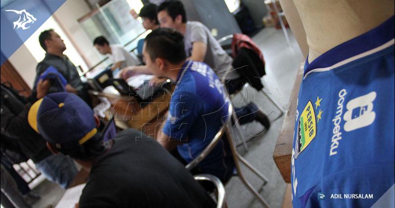 foto-persib-bandung-penjualan-jersey-di-sulanjana-2131