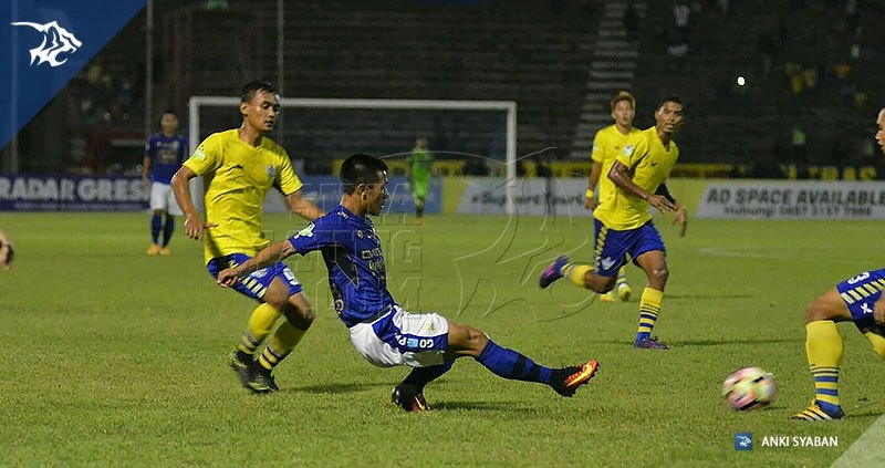 Foto-Persegres-Gresik-United-vs-Persib-Bandung-Liga-1-2017-Henhen_0018
