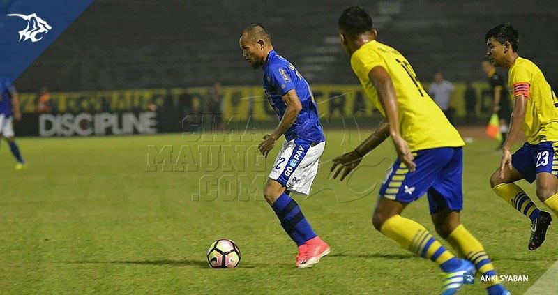 Foto-Persegres-Gresik-United-vs-Persib-Bandung-Liga-1-2017-Supardi_0022