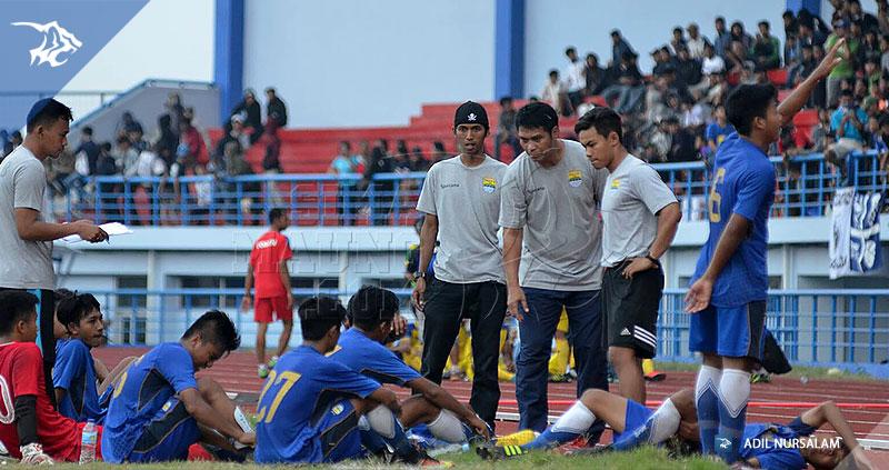 foto-persib-u17-vs-bandung-legend-semifinal-piala-soeratin-2017-yadi-mulyadi-8