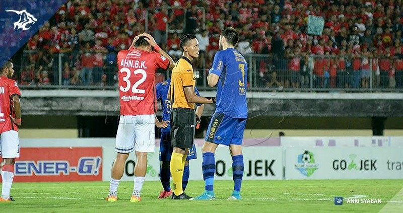 foto-bali-united-vs-pers0b-liga-1-2017-vladimir-vujovic-20170531 #1_170601_0003