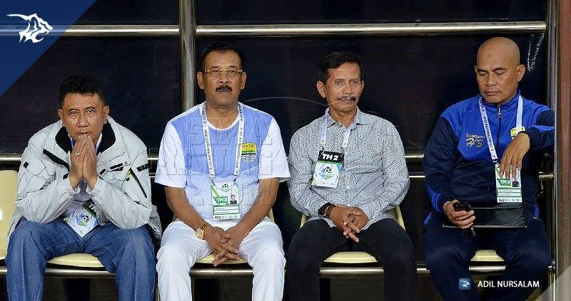 foto-bhayangkara-fc-vs-persib-liga-1-2017-bench-jajang-nurjaman-umuh-muchtar-20170604_170606_0004
